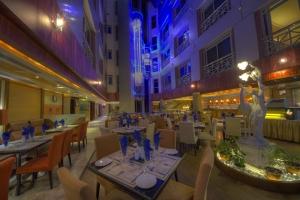 Maxim's Restaurant (6)